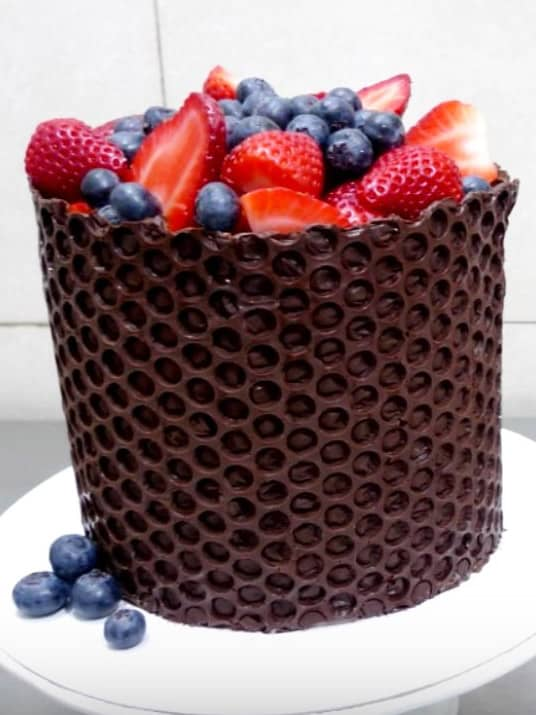 Decorate with Bubble Wrap - birthday cake decorating ideas