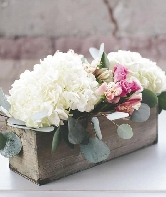 a-modern-diy-hydrangea-wedding-centerpiece