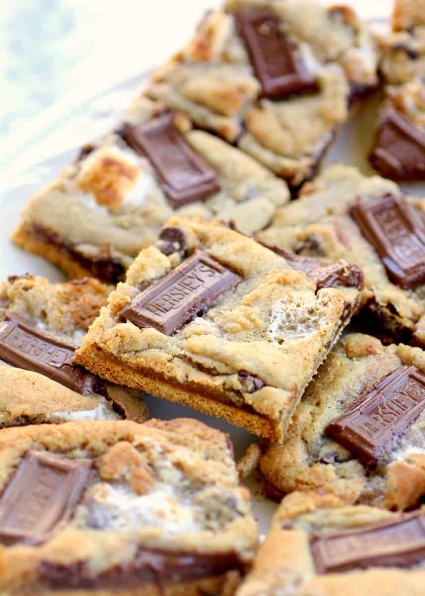 Smores cookies - Check out our list of 20 of the best easy desserts to feed a crowd. Be prepared for empty dishes and a round of applause when you bring one of these recipes to your next event.