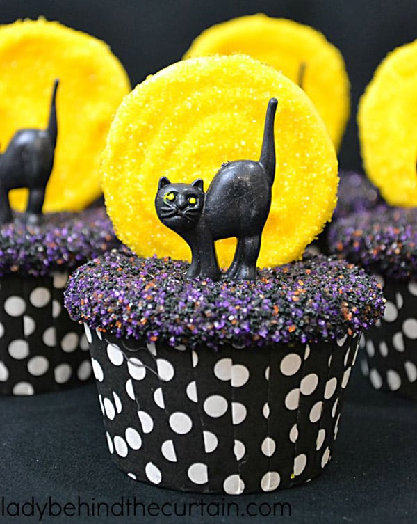 Black Cats and the Hollow Moon - cupcake decorating ideas