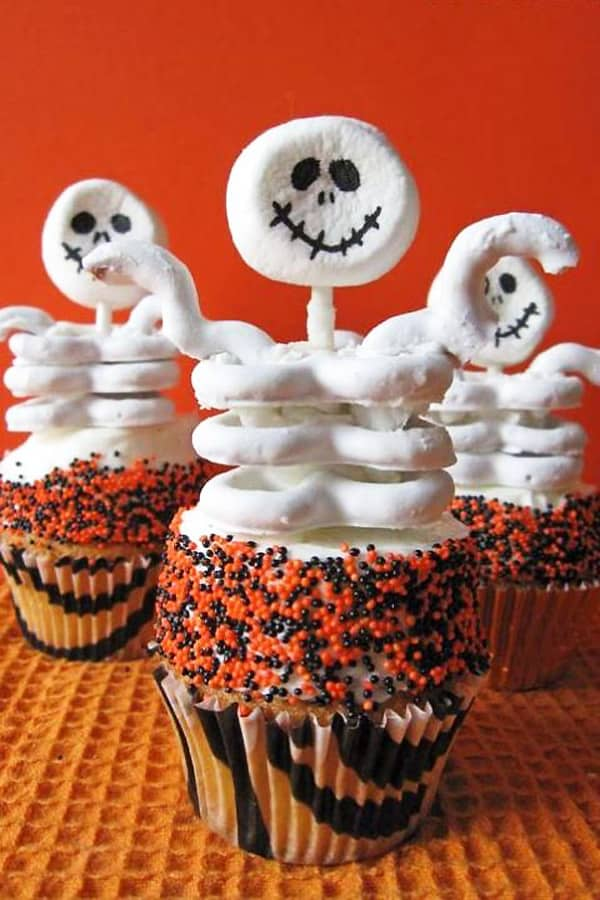 Skeleton Cupcakes - cupcake decorating ideas
