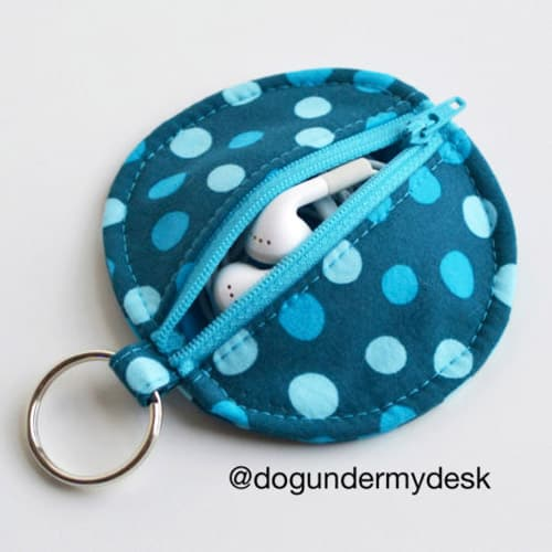 Circle Zip Earbud Pouch - simple sewing projects