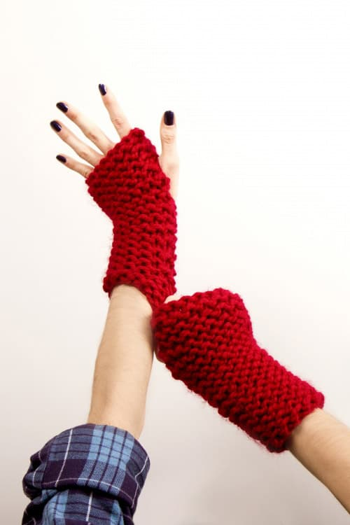 Knockout Fingerless Gloves - one-skein knitting patterns