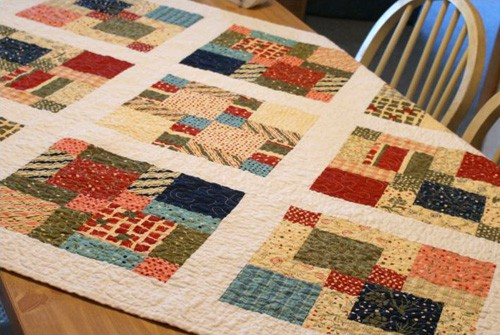 Christmas Table Topper - beginner quilt patterns