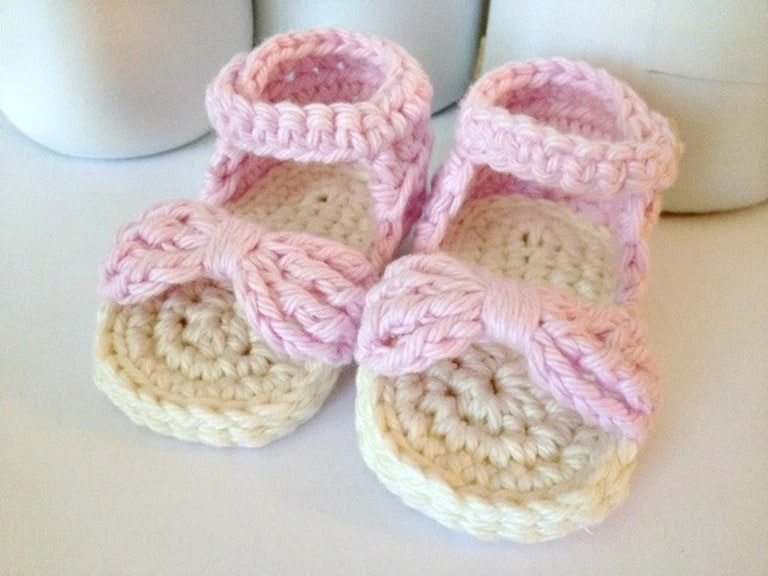 Baby Sandals - These crochet sandals and barefoot sandals are the perfect summer crochet projects. These crochet patterns take just a little bit of yarn. #CrochetSandals #CrochetPatterns #CrochetSandalPatterns
