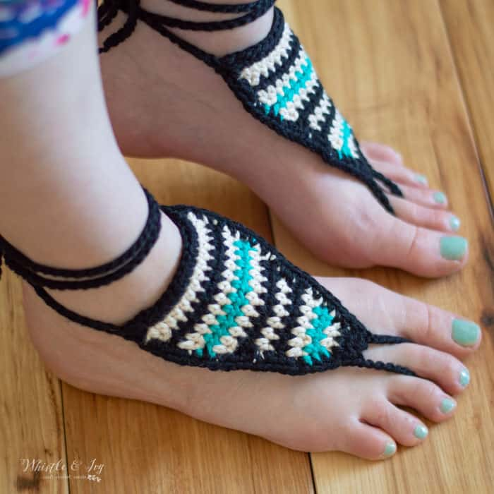 Searpe Barefoot Sandals - These crochet sandals and barefoot sandals are the perfect summer crochet projects. These crochet patterns take just a little bit of yarn. #CrochetSandals #CrochetPatterns #CrochetSandalPatterns