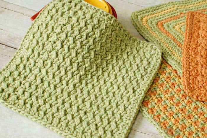 Crunchy Stitch Crochet Dishcloth - These crochet dishcloth patterns are all free and are so different from each other. Test your creativity with one of these brilliant dishcloth patterns. #CrochetDishclothPatterns #CrochetPatterns #DishclothPatterns