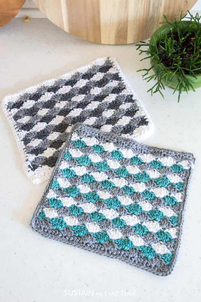 Simple Shells Crochet Dishcloth - These crochet dishcloth patterns are all free and are so different from each other. Test your creativity with one of these brilliant dishcloth patterns. #CrochetDishclothPatterns #CrochetPatterns #DishclothPatterns