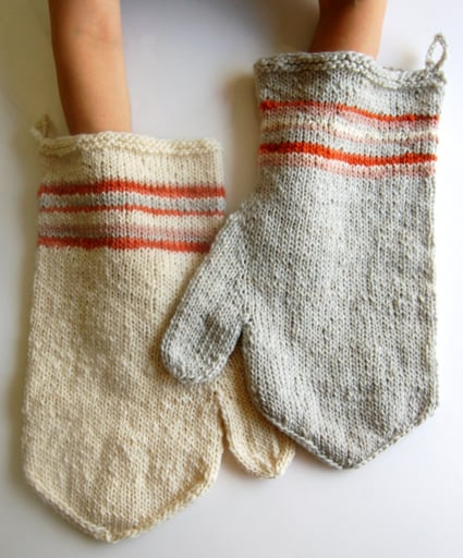 Felted Thanksgiving Oven Mitts - We've got 16 quick and easy Thanksgiving knitting patterns for anything from hats, to centerpiece decorations. #knittingpatterns #thanksgivingknittingpatterns #freeknittingpatterns