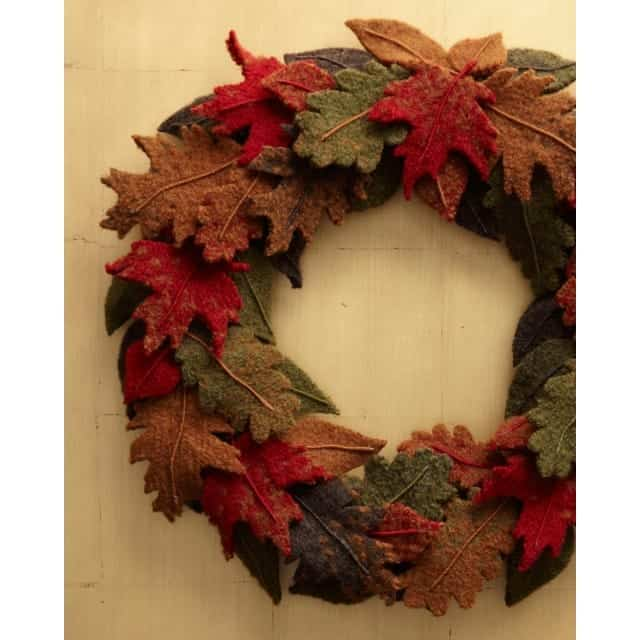 Knit Fall Wreath - We've got 16 quick and easy Thanksgiving knitting patterns for anything from hats, to centerpiece decorations. #knittingpatterns #thanksgivingknittingpatterns #freeknittingpatterns