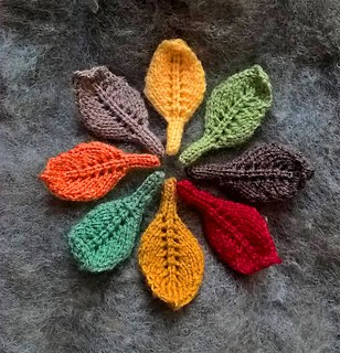 Little Leaf Applique - We've got 16 quick and easy Thanksgiving knitting patterns for anything from hats, to centerpiece decorations. #knittingpatterns #thanksgivingknittingpatterns #freeknittingpatterns