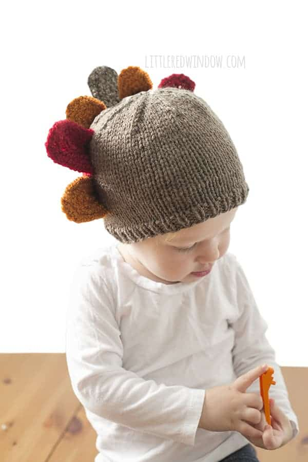 Thanksgiving Gobbler Knit Hat - We've got 16 quick and easy Thanksgiving knitting patterns for anything from hats, to centerpiece decorations. #knittingpatterns #thanksgivingknittingpatterns #freeknittingpatterns