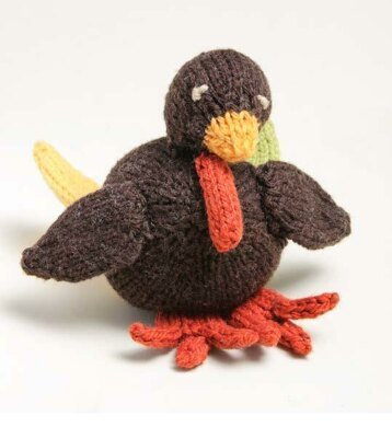 Tiny Turkey - We've got 16 quick and easy Thanksgiving knitting patterns for anything from hats, to centerpiece decorations. #knittingpatterns #thanksgivingknittingpatterns #freeknittingpatterns