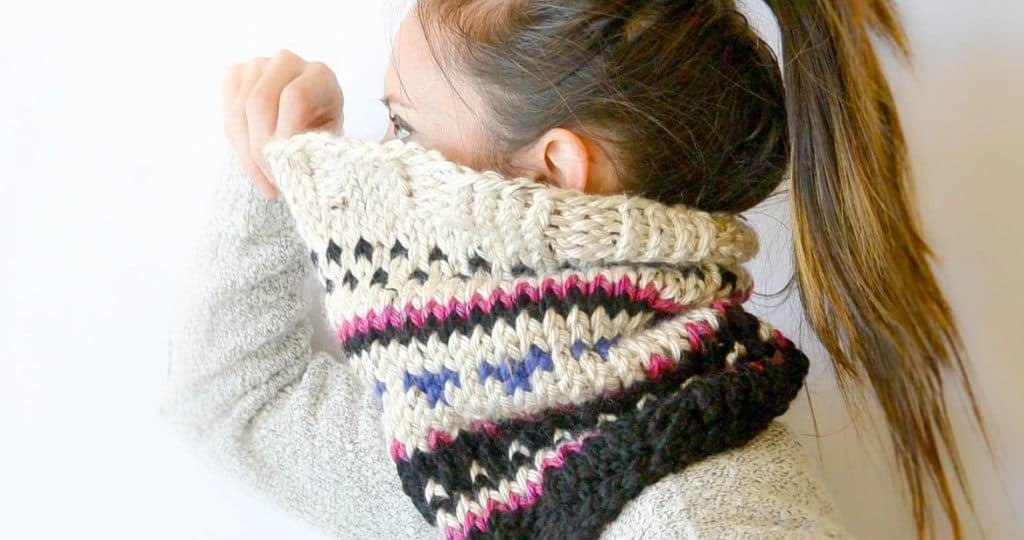 Alpine Heights Knit Fair Isle Cowl - Explore these 11 free Fair Isle holiday knit patterns that will turn your knit projects from ordinary to holiday ready! #fairisleknit #holidayknits