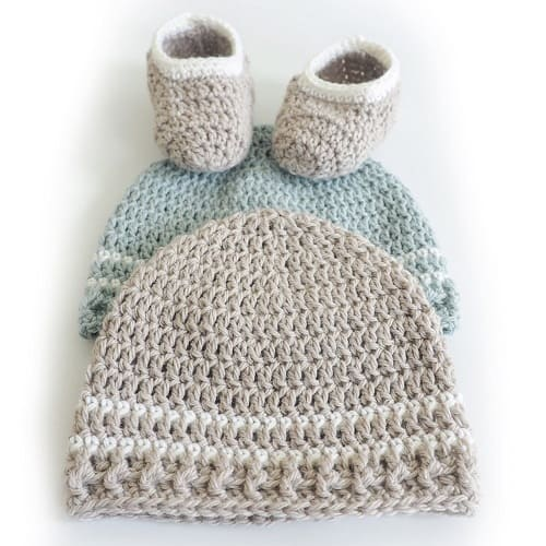 Easy Striped Baby Hat - These 26 crochet winter hat patterns are perfect to create a winter hat accessory that you love and can rely on. #crochetwinterhat #crochetpatterns #crochethatpatterns