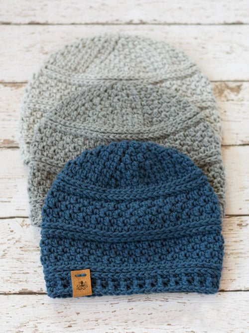 Simple Seed Stitch Beanie Crochet Hat - These 26 crochet winter hat patterns are perfect to create a winter hat accessory that you love and can rely on. #crochetwinterhat #crochetpatterns #crochethatpatterns