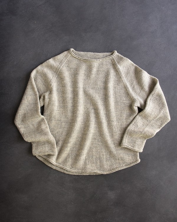 Lightweight Raglan Pullover - Keep yourself warm and comfy this season by knitting one of these knitted sweater patterns. You can choose from the basic pullover to a more daring design. #knittedsweaterpatterns #knittingpatterns #knitsweaterpatterns